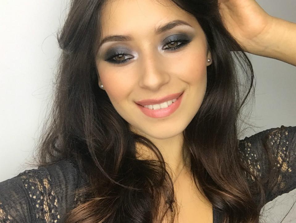 smoky-eyes-nude-lips-makeup-bio